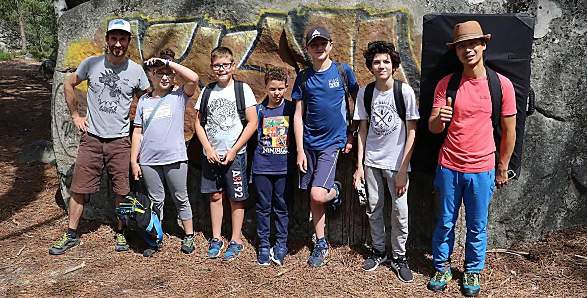 Les jeunes à l'assaut des blocs Fontainebleau